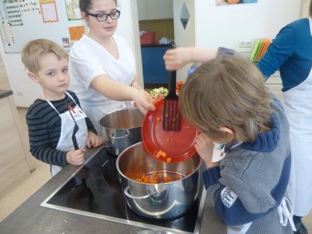 Die Regenbogenkinder zu Besuch in der Ruppert-Egenberger-Schule (März 2016)